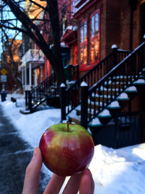 apple in the city_